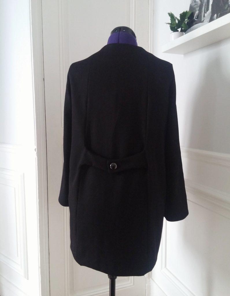 dos du manteau en laine
