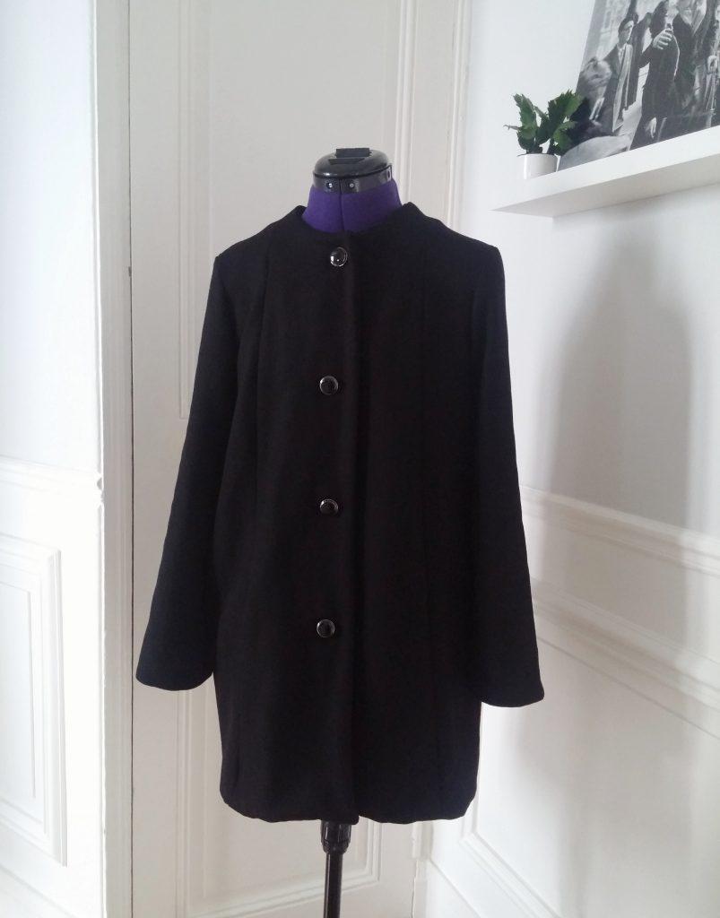 manteau en laine sur mannequin