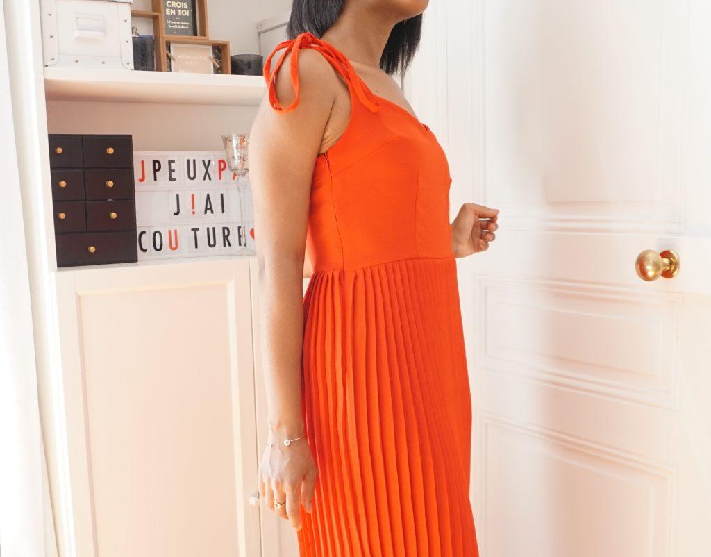 profil de la robe plissée